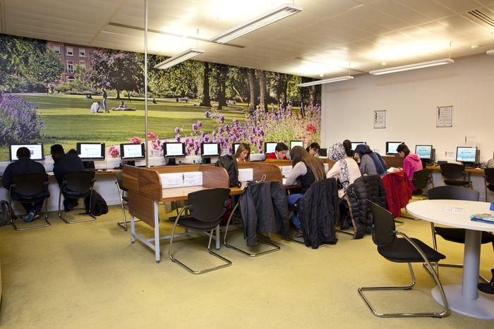 런던 IH 어학원 도서관