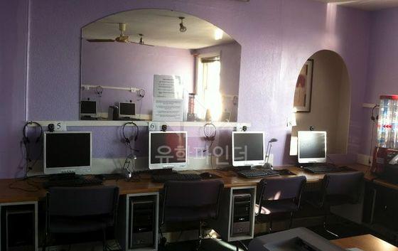 인터넷 검색, 화상채팅, 프린트 등을 할 수 있는 인터넷 카페