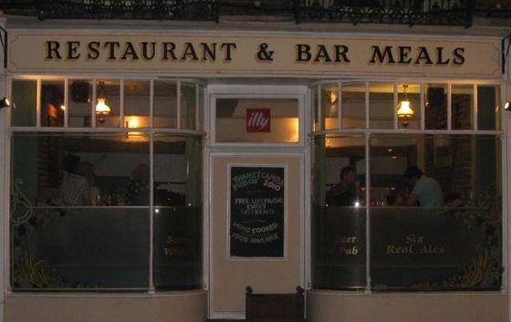 The Churchill Tavern 입구, 람스게이트에서 가장 전통있는 펍입니다.