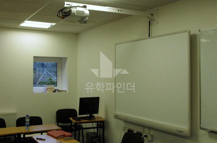스마트 보드가 적용된 교실